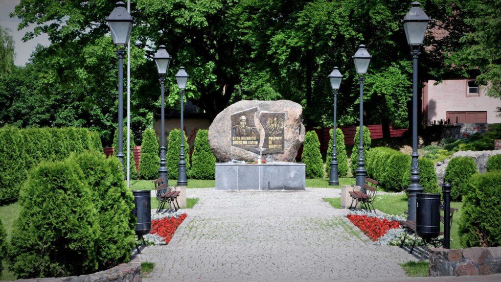 Pomnik JP II - Poległym za Ojczyznę