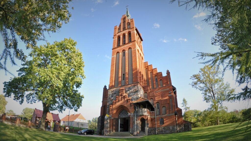 Biesowo neogotycki kościół