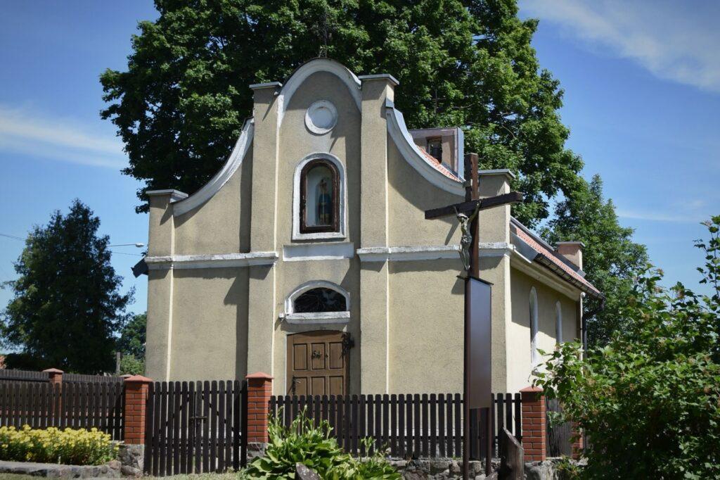 Bredynki - unikatowa neobarokowa kaplica murowana.