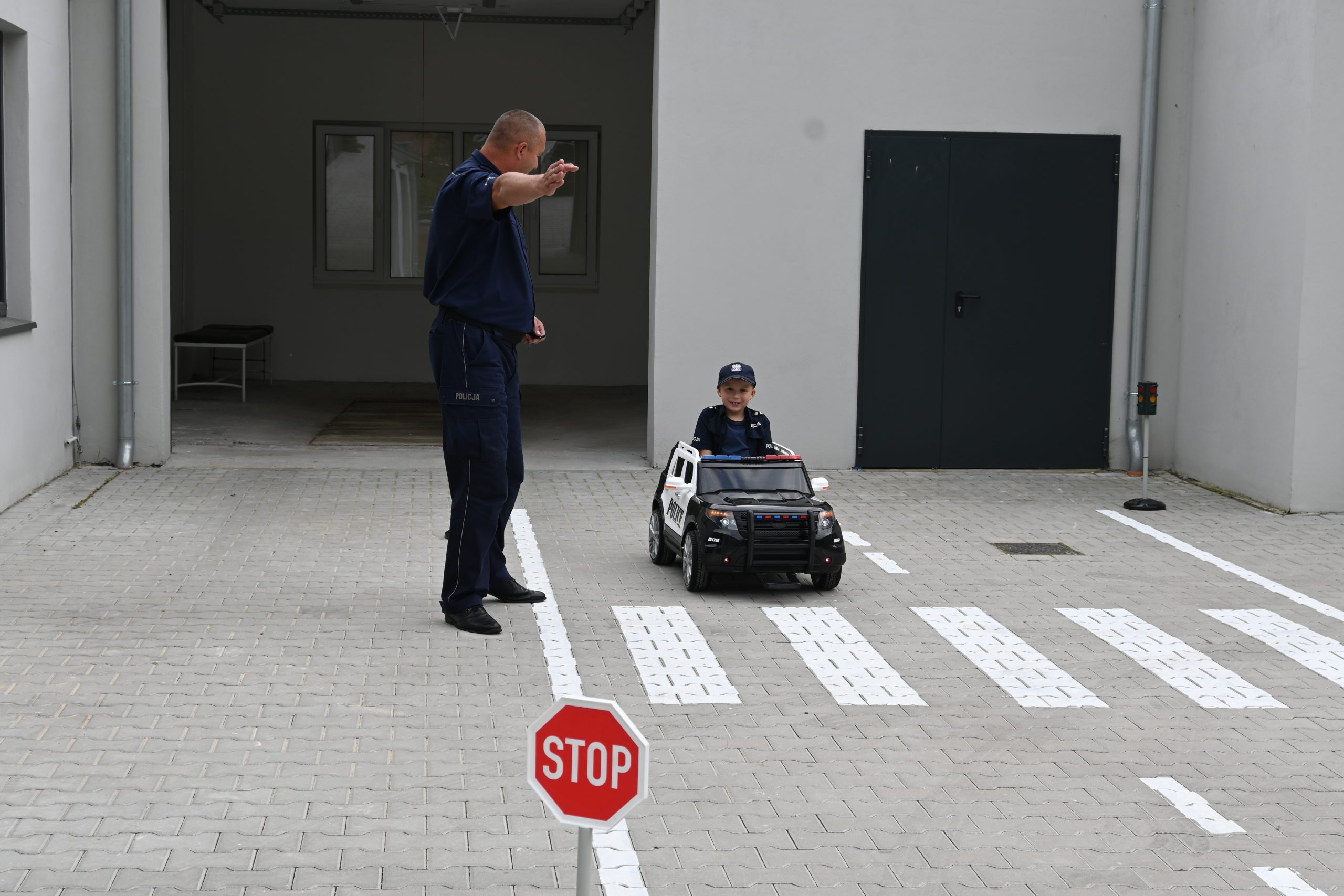 Prezentacja samochodu na akumulator