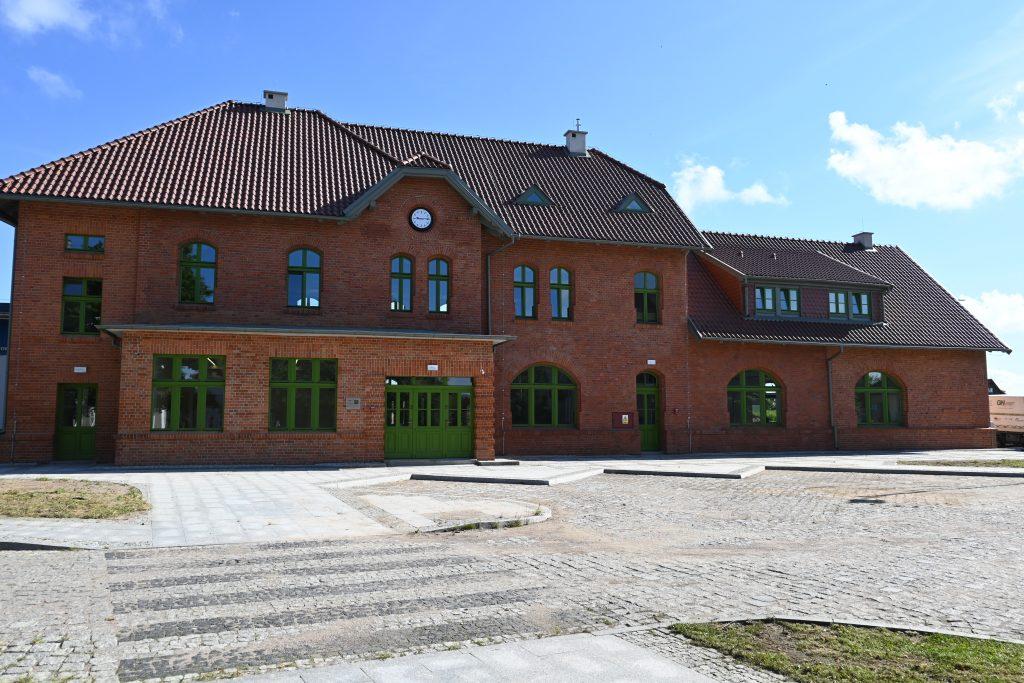 zdjęcie budynku dworca w Biskupcu