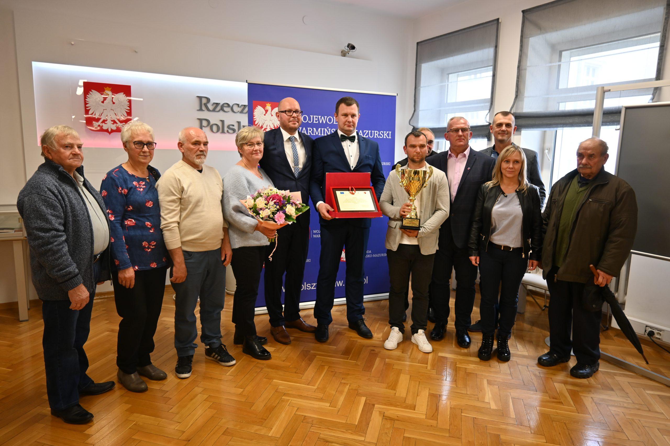 Mieszkańcy Biesowa i Burmistrz Biskupca